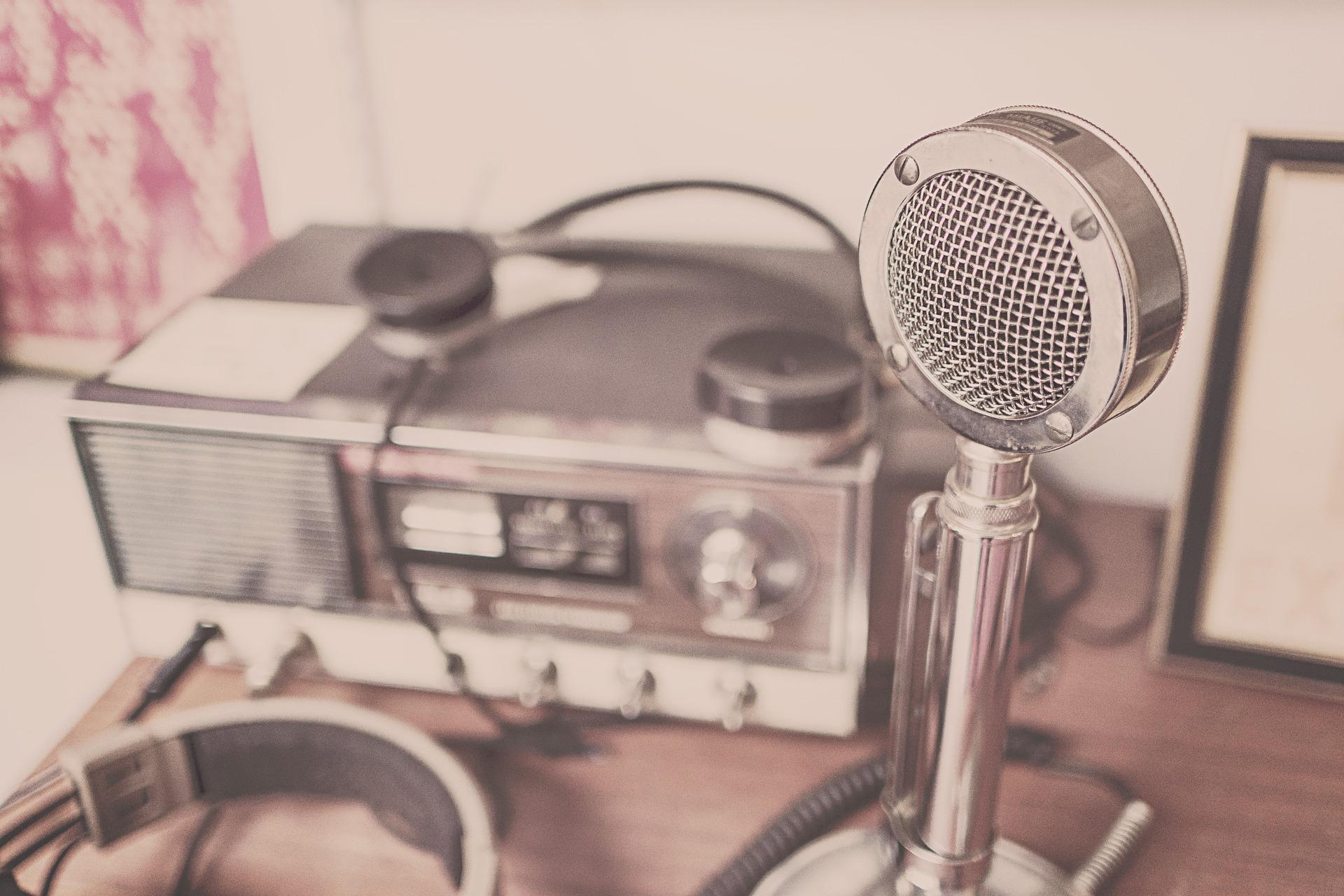 microphone-2627991_1920